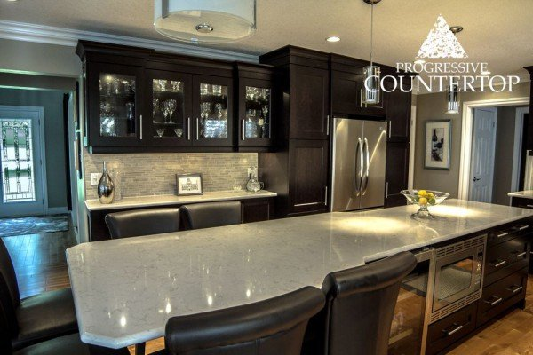 cambria-torquay-quartz-sleek-and-sophisticated-kitchen-design-dark-cabinetry-light-counters-progressive-countertops-london-and-strathroy-ontario